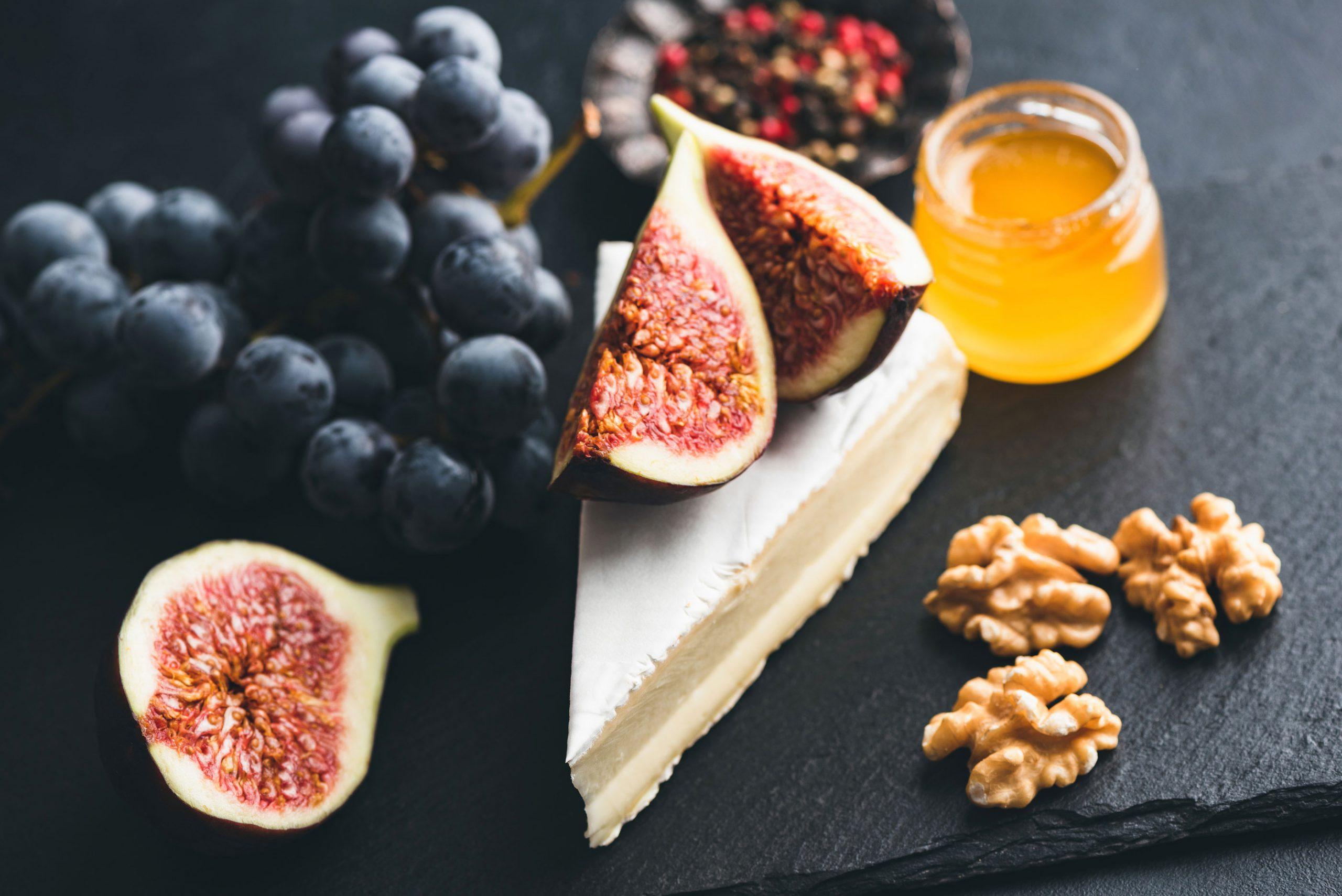ost tilbehor camembert honning fiken frukt ostefat ostetallerken